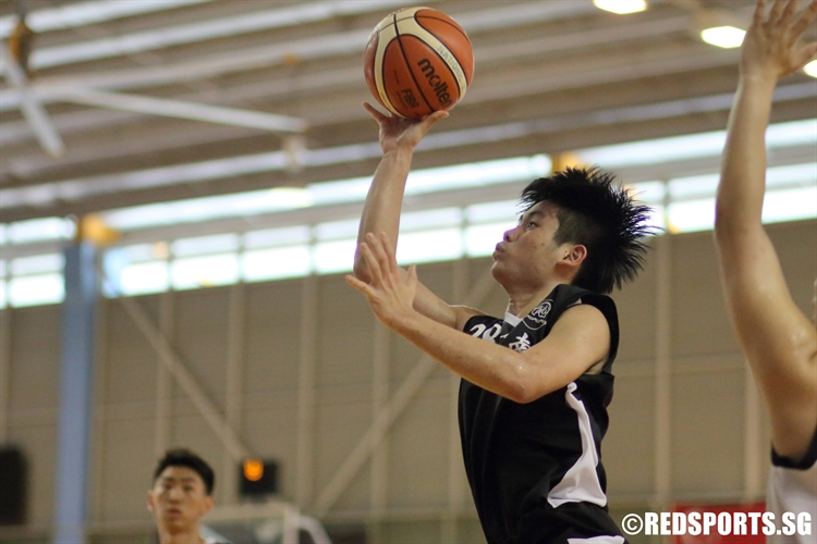 Leow Zhan Xian (NYJC #28) elevates towards the basket for a lay-up. He dropped 15 points in the victory. (Photo  © Chan Hua Zheng/Red Sports)