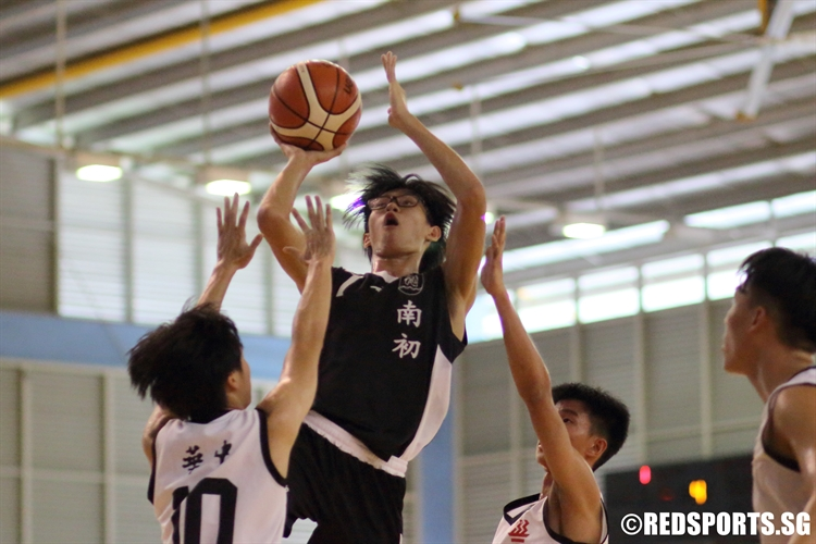 Tay Zhi Yi (NYJC #7) rises for a lay-up over the defense. (Photo  © Chan Hua Zheng/Red Sports)