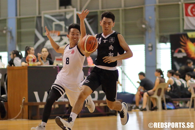 Teo Yi Quan (NYJC #24) slashes to the hoop in transition. (Photo  © Chan Hua Zheng/Red Sports)