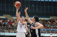 Tan Hui Xiang (DHS #7) shoots a floater. She scored 12 points against NYJC. (Photo 1 © Chan Hua Zheng/Red Sports)