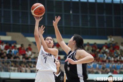 Tan Hui Xiang (DHS #7) shoots a floater. She scored 12 points against NYJC. (Photo 1 © Chan Hua Zheng/Red Sports)