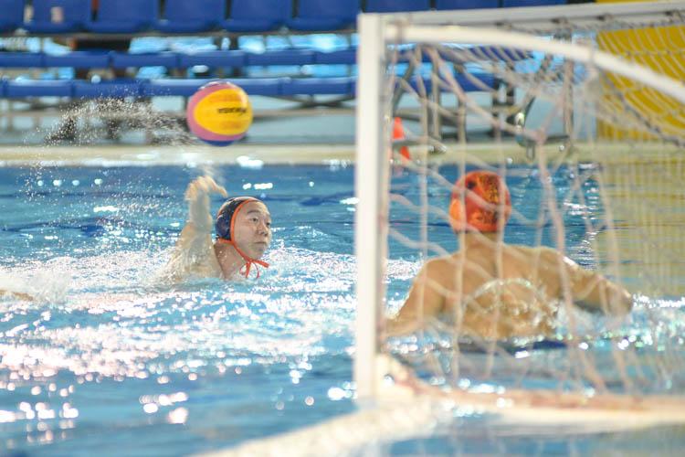 Eldon Ng (NUS #9) scoring one of the goals for NUS. (Photo 1 © Stefanus Ian/Red Sports)