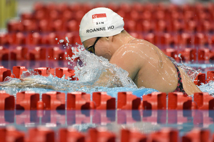 Roanne Ho in action during one of the women's 50m breaststroke race at the 14th Singapore National Swimming Championships 2018. She lowered the meet record in the quarter final with a time of 31.38s and eventually came in first in the final as well. (Photo 1 © Stefanus Ian/Red Sports)