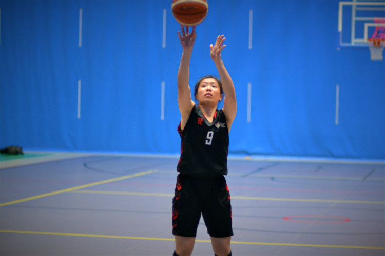 Amanda Lim taking one of her free throws during the match. (Photo 1 © Low Zheng Yu/Red Sports)