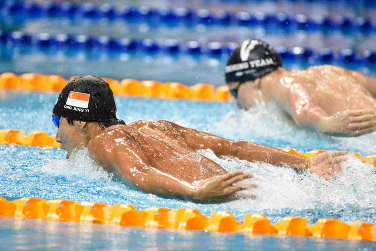 Bowen Gough of Swimming Victoria-VI narrowly edged out Ong Jung Yi of Swimfast Aquatic Club to clinch gold in the men's 200m butterfly event. The pair finished with a timing of 1:59:72 and 1:59:76 respectively. (Photo 10 © Lee Yu En/Red Sports)
