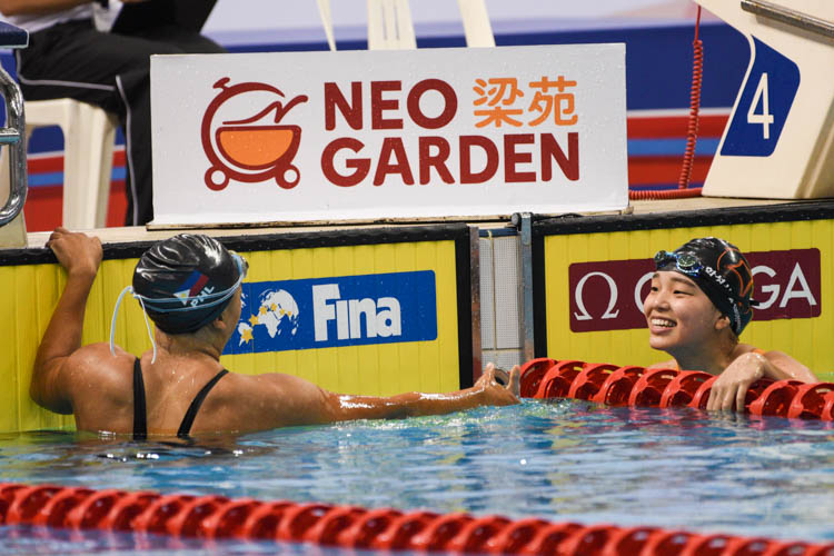 Chloe Kennedy Anne Isleta of FilForeignPSI offers a handshake to Gim Eojin of Hwaseong City Swimming Team after the women's 100m backstroke event. (Photo 13 © Lee Yu En/Red Sports)