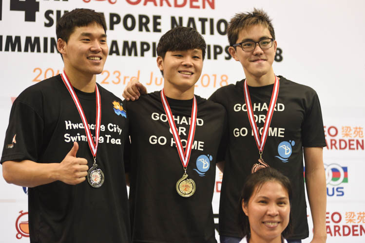Pang Sheng Jun (centre) clinched gold in the 200m individual medley event. Jo Hyungsub finished second and Darren Chua rounded off the podium with a bronze medal. (Photo 7 © Lee Yu En/Red Sports)