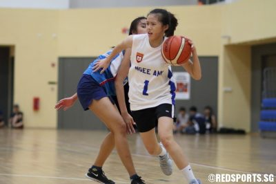 Ng Jie Yi (NP #1) drives by her defender. She finished with a game-high 13 points in the victory. (Photo © Chan Hua Zheng/Red Sports)