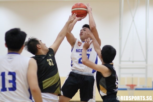 Lim Wang Shen (NP #29) pulls up for a jumper over the defense. (Photo  © Chan Hua Zheng/Red Sports)