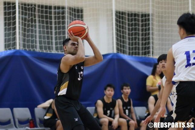Abdul Shameer Rauf (SIM #33) pulls up for a baseline jumper. (Photo  © Chan Hua Zheng/Red Sports)