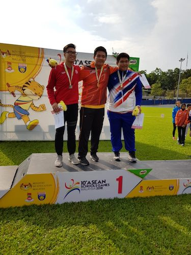 Jonathan Low standing on the podium with his silver medal in the discus event following his 54.70m throw. (Photo from reader)