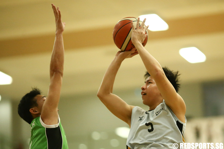 (#5) of Singapore Institute of Management shoots against Republic Polytechnic. (Photo © Lee Jian Wei/Red Sports)