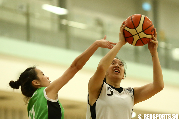 Chin Wan Qing (#5) of Singapore Institute of Management shoots against (#11) of Republic Polytechnic. (Photo © Lee Jian Wei/Red Sports)