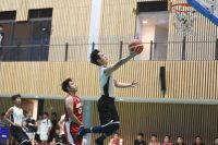 Singapore Management University (SMU) clinched their first victory for the Singapore University Games (SUniG) basketball championship with a strong 76-49 win over newcomers Singapore University of Social Sciences (SUSS). (Photo 1 © Stefanus Ian/Red Sports)