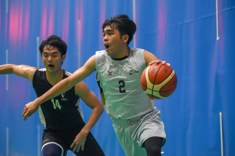Singapore Institute of Management (SIM) cruised towards their 62–43 win against Singapore Management University (SMU) during their Singapore University Games (SUniG) basketball championship match. (Photo 1 © Stefanus Ian/Red Sports)