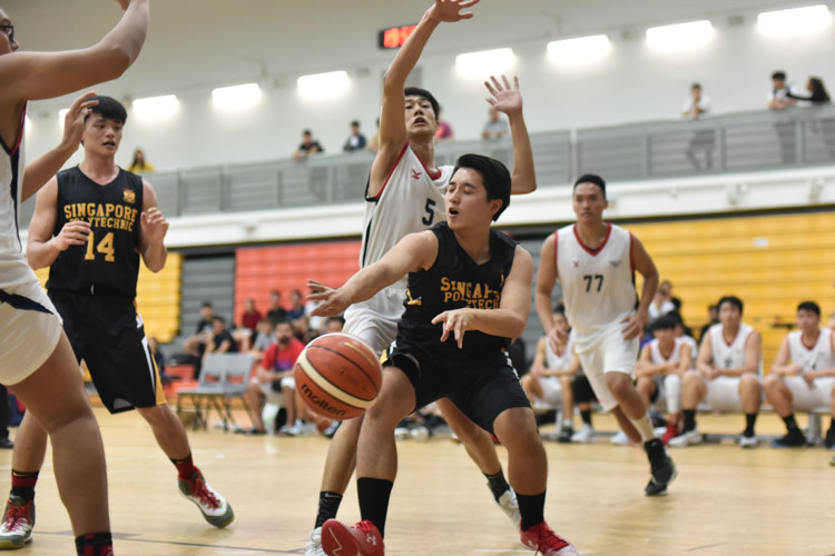 Nanyang Polytechnic overcame a resilient Singapore Polytechnic in a thrilling game that finished 63-61 to clinch their first victory of the POL-ITE season. (Photo 1 © Stefanus Ian/Red Sports)