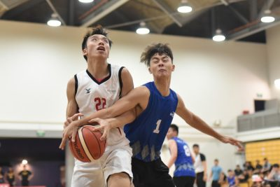Kelvin Lim (TP #22) being fouled by Champion Sheng Jie Oscar Challander (NP #1) on his way to the basket during the match between Temasek Polytechnic and Ngee Ann Polytechnic. (Photo 1 © Stefanus Ian/Red Sports)