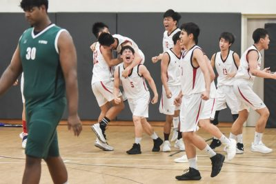 Temasek Polytechnic basketballers screaming in celebration as they clinched the championship from title holders Republic Polytechnic with a close 64-62 victory. (Photo 1 © Stefanus Ian/Red Sports)