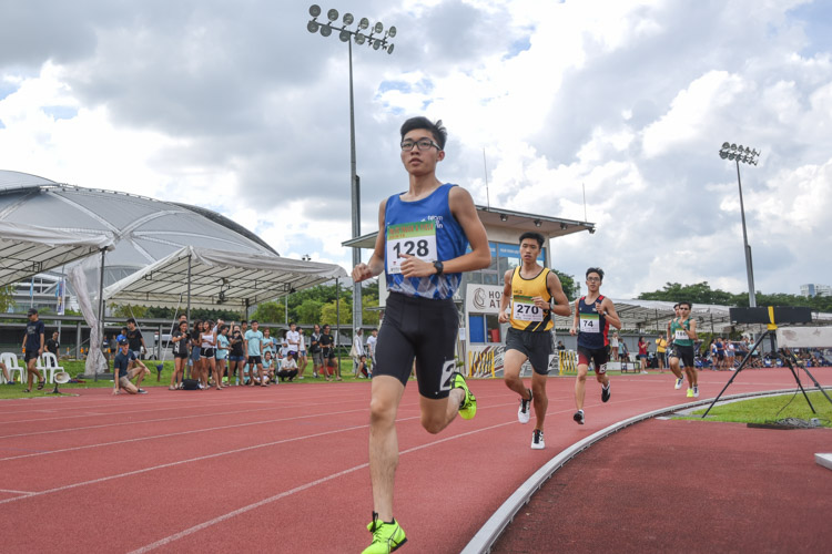Shawn Chia (#128) of Ngee Ann Polytechnic going into the bend with Joshua Yoong (#270) of Singapore Polytechnic trailing closely behind during the the Men's 1500 Metre Run Open race. (Photo 1 © Stefanus Ian/Red Sports)