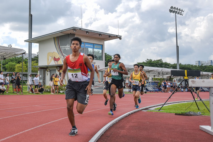 Shaik Abdul Hamid (#12) of ITE  taking an early lead during the Men 1500 Metre Run Open race. (Photo 1 © Stefanus Ian/Red Sports)