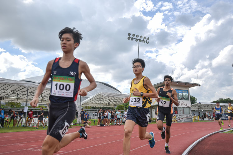 Darren Wong (#128) of Nanyang Polytechnic going into the bend with Ethan Chan (#270) of Singapore Polytechnic trailing closely behind during the the Men's 1500 Metre Run Open race. (Photo 1 © Stefanus Ian/Red Sports)