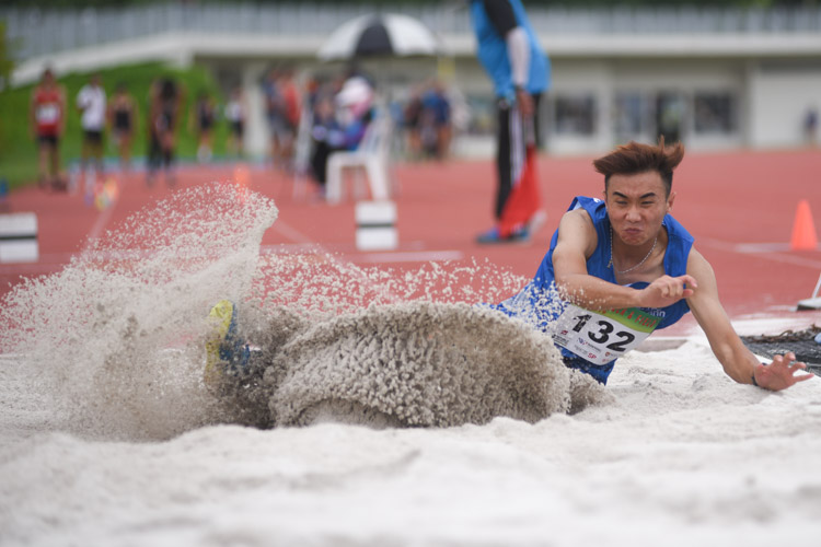 Shawn Jong of Ngee Ann Polytechnic competing in the Men's Triple Jump Open event. (Photo 1 © Stefanus Ian/Red Sports)