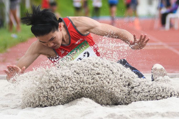 Chen Jinyi of Temasek Polytechnic competing in the Men's Triple Jump Open event. (Photo © Stefanus Ian/Red Sports)