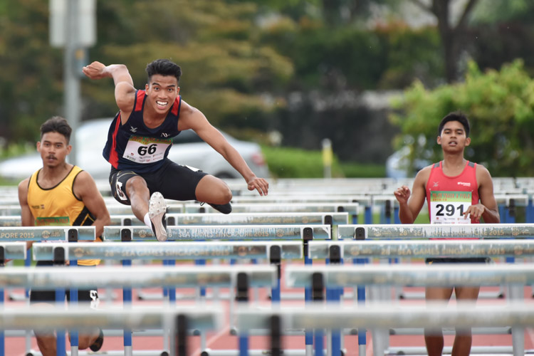 Hairul Syamil Bin Mardan of NYP racing ahead as Hafiz bin Misnal dropped out of the race during the 2018 POL-ITE 110m hurdles race. (Photo 1 © Stefanus Ian/Red Sports)