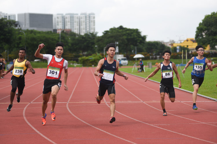NYP's dominated the men's 100m event with Joshua Chua and Nick Neo coming in first and third respectively. Dexter Lin of TP came in second. (Photo 1 © Stefanus Ian/Red Sports)