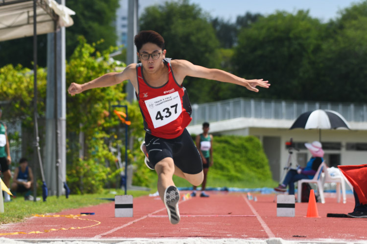 Chua Ding Zu (#437) of TP finished seventh in the Men's Triple Jump event with a distance of 12.70m. (Photo 1 © Stefanus Ian/Red Sports)