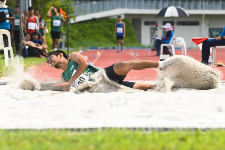 Arfan bin Azhar (#260) of RP clinched bronze in the Men's Triple Jump event with a distance of 13.84m. (Photo 1 © Stefanus Ian/Red Sports)