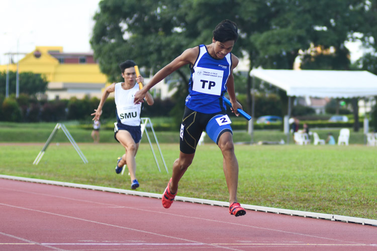 Temasek Polytechnic coming in first in the 4x100m Men's Relay. (Photo 1 © Stefanus Ian/Red Sports)