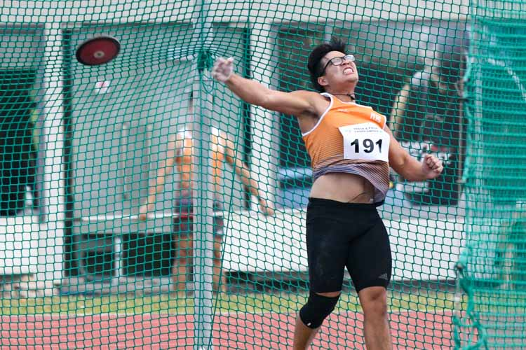 Tan Ting Jun of NUS won second place in the men's discus throw open. (Photo 11 © Jared Khoo/REDintern)