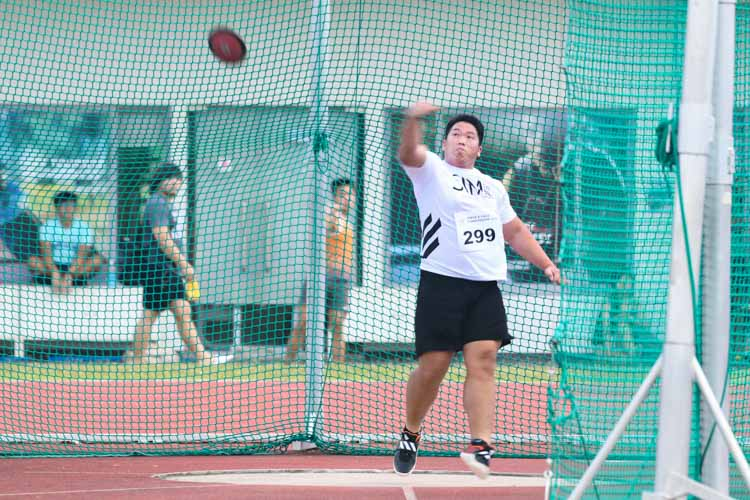 Alvin Sia of SIM clinched third place in the men's discus throw open. (Photo 13 © Stefanus Ian/Red Sports)