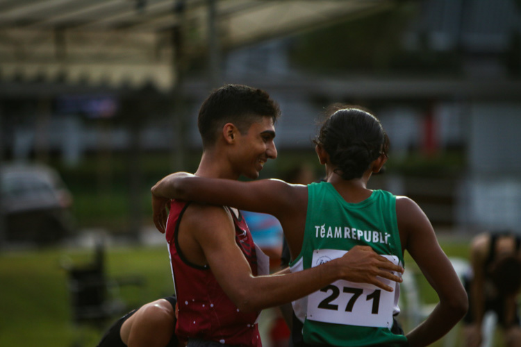 Karthic Harish (left) of SUTD and Kiran Raj (#271) of RP embrace after the men's 1500m final. Karthic emerged the winner, while POL-ITE champion Kiran took the bronze. (Photo 1 © REDintern Young Tan)