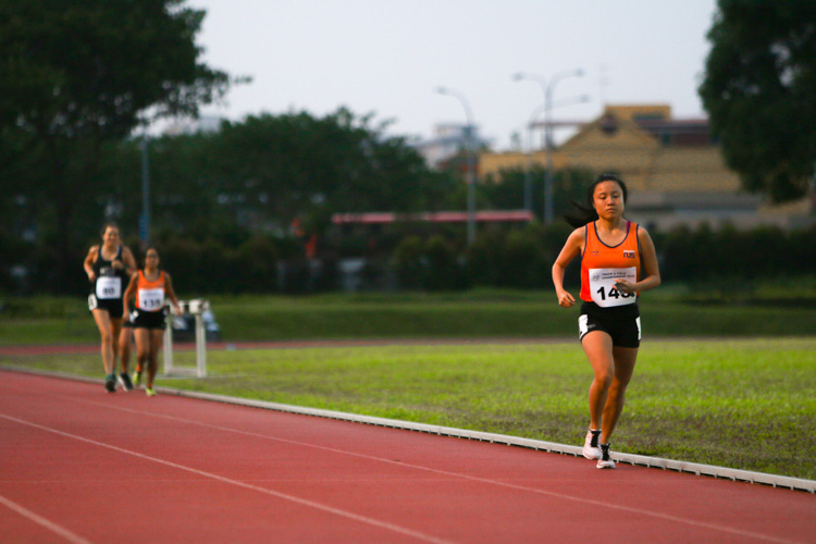 Lok Xin Ying (#145) of NUS with a commanding lead in the women's 10,000m event. (Photo 1 © REDintern Young Tan)