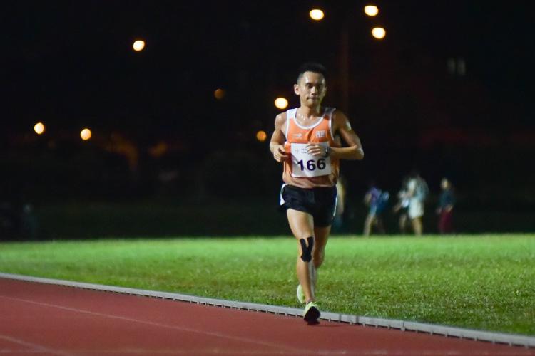 Goh Wei Sheng (#166) of NUS during the men's 10,000m. (Photo 1 © Iman Hashim/Red Sports)