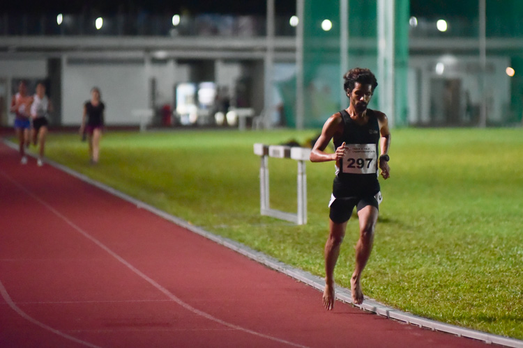 Nabin Parajuli (#297) of SIM leading the way in the men's 10,000m. He comfortably finished first in 33:59.52. (Photo 1 © Iman Hashim/Red Sports)