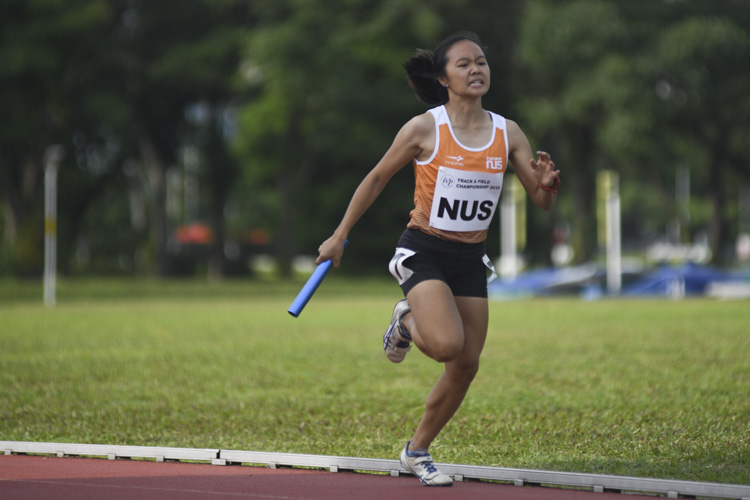 NUS anchor runner Celeste Goh brings the gold home (Photo 12 © Iman Hashim/Red Sports)