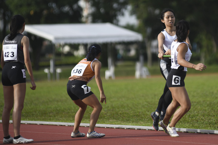 Anchor runners of the women's 4x400m relay final in their ready stance. (Photo 10 © Stefanus Ian/Red Sports)