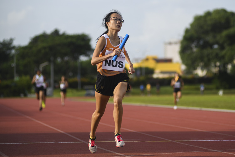 Kathleen Lin giving NUS the lead in the first leg of the women's 4x400m relay final. NUS went on to win in 4:23.47. (Photo 4 © Stefanus Ian/Red Sports)