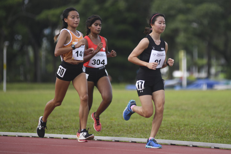 Valerie Yong (#91) clinched silver in the IVP women's 5000m race with a time of 19:11.18.  (Photo 1 © Stefanus Ian/ Red Sports)