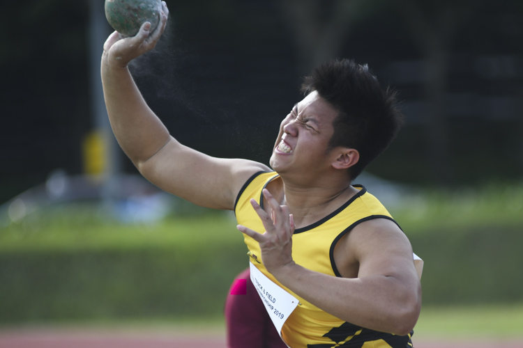 Leroy Koh of Singapore Polytechnic finished sixth in the IVP Men's Shot Put event with a final throw distance of 10.42m. (Photo 1 © Stefanus ian/Red Sports)