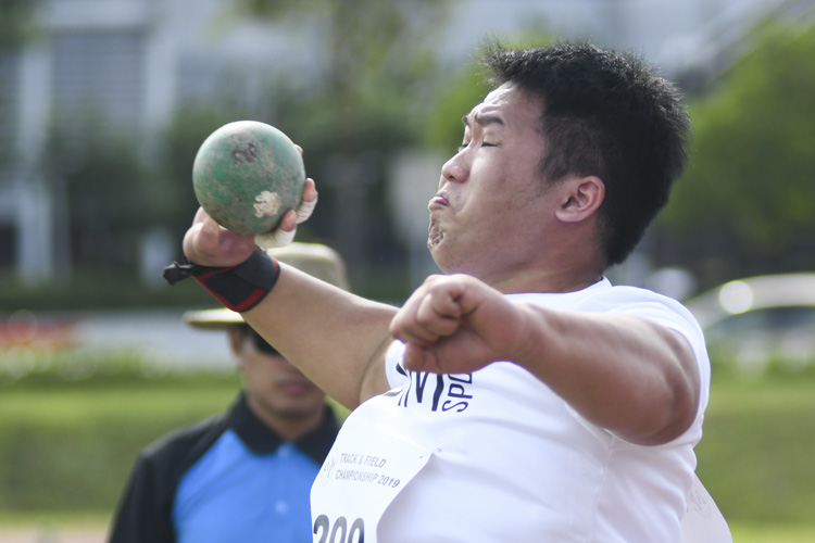 Alvin Sia of SIM finished fifth in the IVP Men's Shot Put event with a final throw distance of 11.69m. (Photo 1 © Stefanus ian/Red Sports)