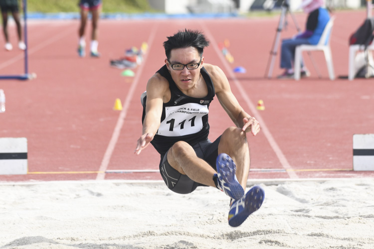 Justin Lee of NTU clinched the bronze medal in the Men's Long Jump event with a final distance of 6.70m. (Photo 1 © Stefanus Ian/Red Sports)
