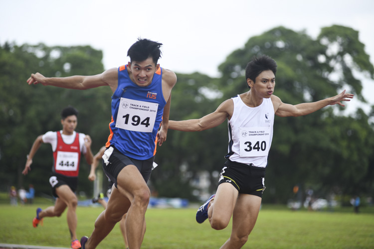 Timothee Yap (#194) of NUS won the Men's 200m race by 0.04s, stopping the clock at 21.65s as Tan Zong Yang (#340) of SMU came in second at 21.69s. (Photo 1 © Stefanus Ian/Red Sports)