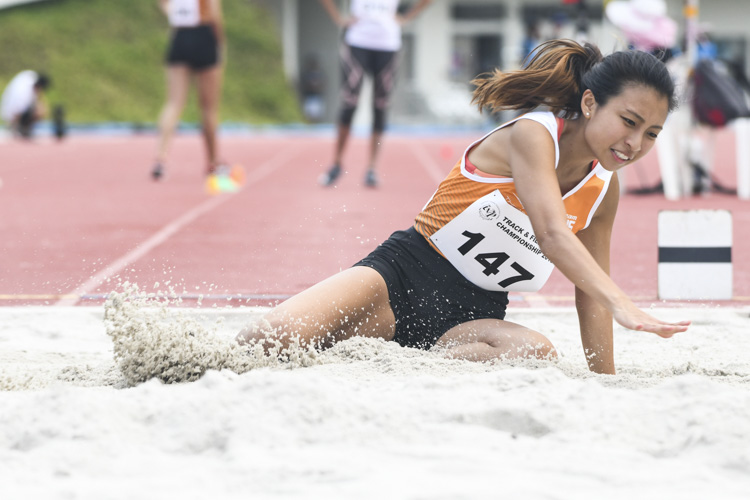 Estella Ng of NUS finished fourth in the Women's Long Jump event with a final distance of 4.63m. (Photo 1 © Stefanus Ian/Red Sports)