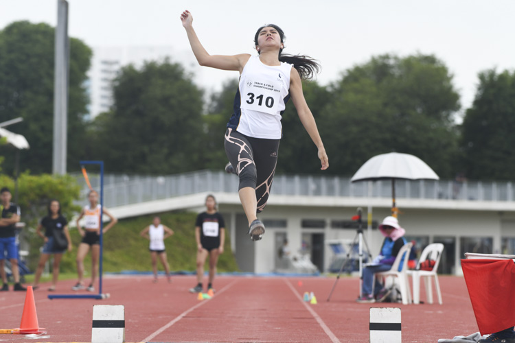 Valerie Cheong of SMU clinched the gold medal in the Women's Long Jump event with a final distance of 4.89m. (Photo 1 © Stefanus Ian/Red Sports)