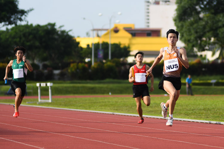 Triple jump champion Chan Zhe Ying giving NUS the lead in the first timed final of the men's 4x400m relay. (Photo 15 © Stefanus Ian/Red Sports)
