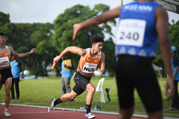 Russell Kam of NUS setting off on the second leg of the first men's 4x400m relay timed final. (Photo 16 © Stefanus Ian/Red Sports)